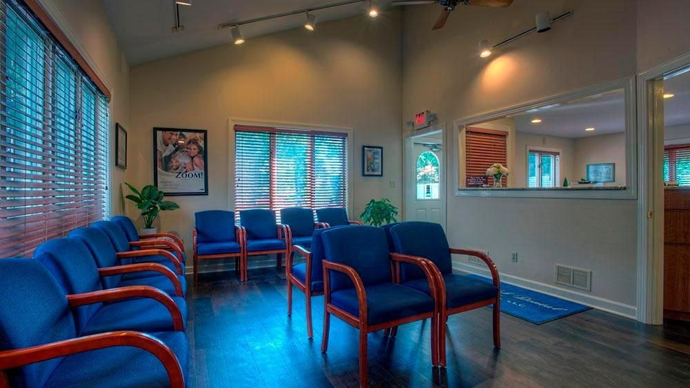 spacious waiting area at Randolph dental assocaites
